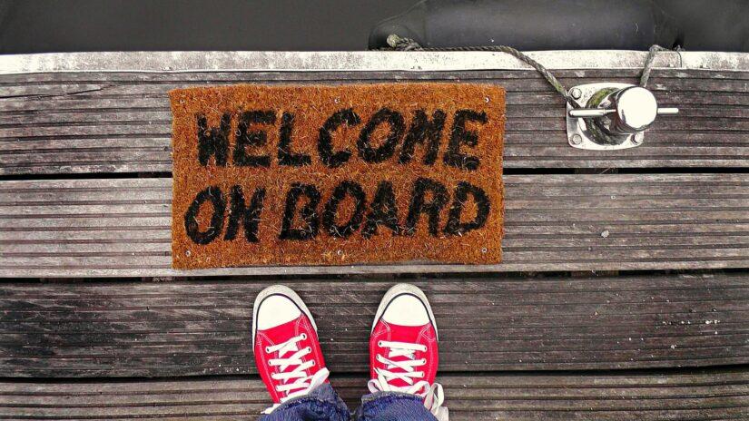 Onboarding bez uścisku ręki, czyli jak powitać nowego pracownika w dobie pracy zdalnej?
